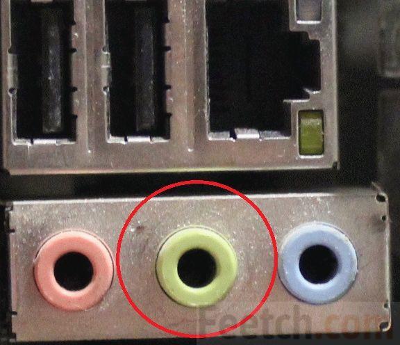 Зелёный коннектор звукового выхода на материнке